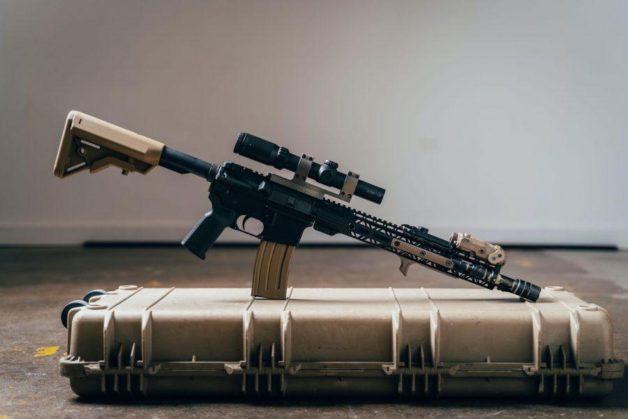 do AR pistols need to be featureless